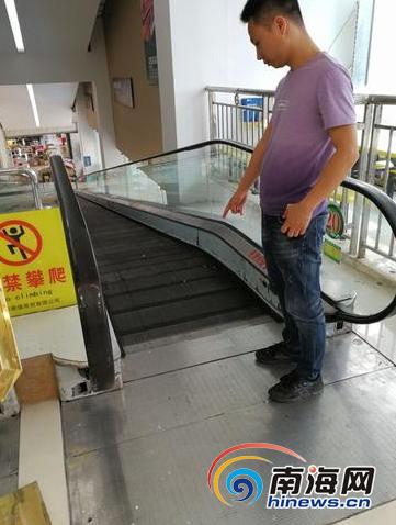 孩子就是被這部扶梯夾斷手指的。