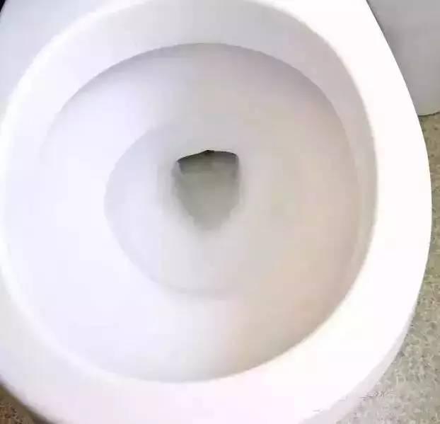 马桶不仅变干净了,还没有臭味了哦