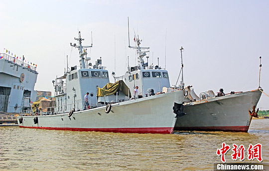质料图:退伍的国产保护艇列入天津沿海航母主题公园。 中新社记者 佟郁 摄