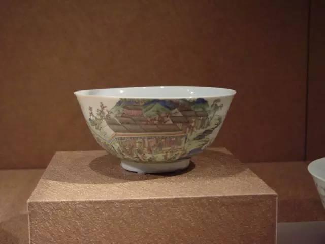 清乾隆珐琅彩碗