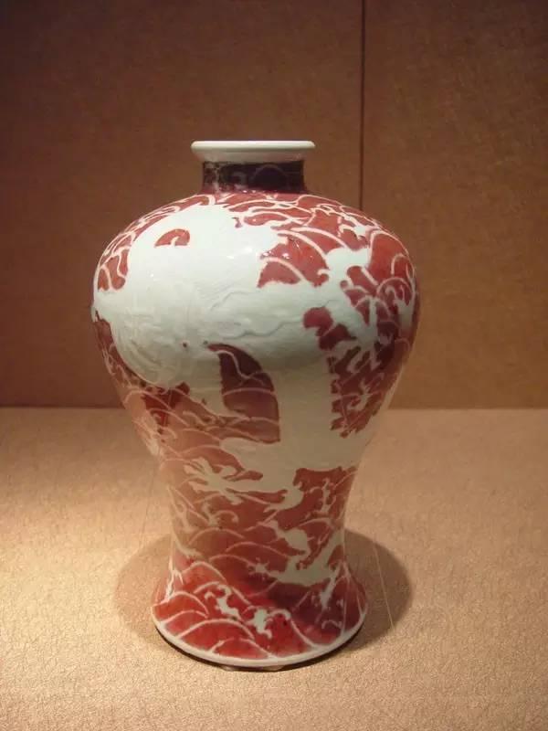 清雍正釉里红龙纹梅瓶