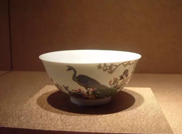 清雍正珐琅彩孔雀碗