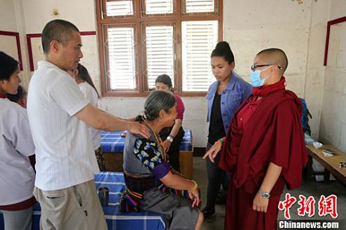 尼泊尔大地震两周年 香港医生在尼首都开义诊