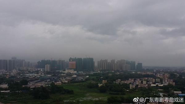 昨天中午,广东茂名空中阴云密布。来源见水印