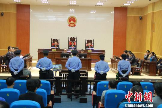 4月25日,原广西林业造纸厂厂长安明明等5人利用改制、转让和拆迁非法侵吞国有资产一案公开宣判。柳州中院供图