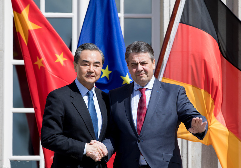 王毅与德国外长加布里尔会面。