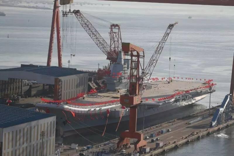 001A的舰岛相比辽宁舰有所缩小