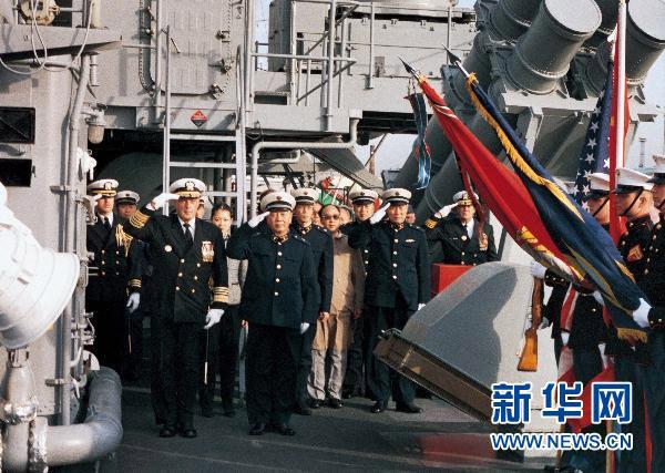 1986年11月,刘华清同道校阅来访的美国平静洋舰队编队。