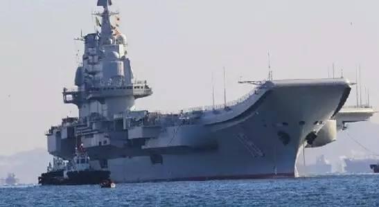 搭载大量舰载机的辽宁舰