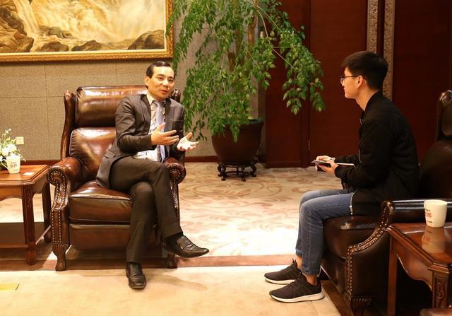 安邦保险集团董事长吴小晖4月26日在安邦保险总部同记者谈到安邦开启的2.0战略是养老和医疗。