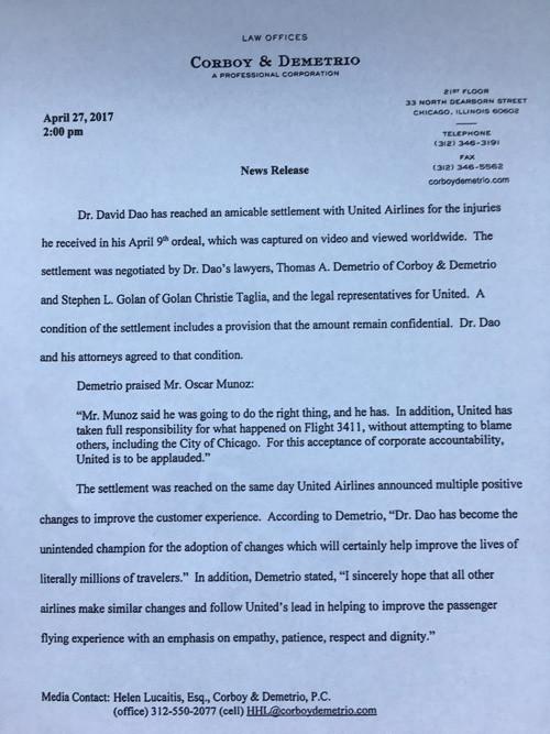 美联航与遭暴力拖拽下飞机乘客和解 赔偿金额保密