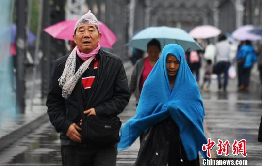 甘肃发布寒潮蓝色预警 气温最高降幅达8℃以上
