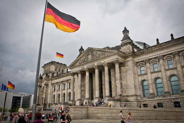 德国法庭裁定三陪男的隐私权高于孩子的赡养权。