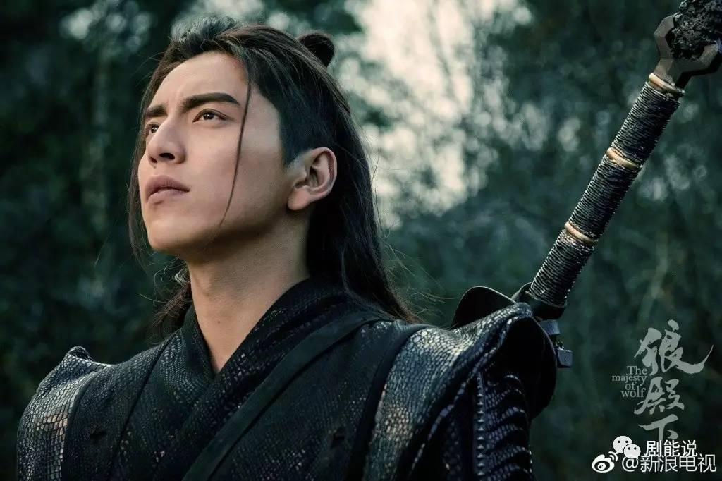 李沁新剧剧照差点没认出 王大陆反而出乎意料的帅