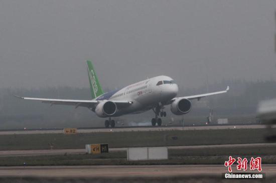 材料图:首架国产年夜飞机C919在上海实现测试飞翔后胜利着陆。张亨伟 摄