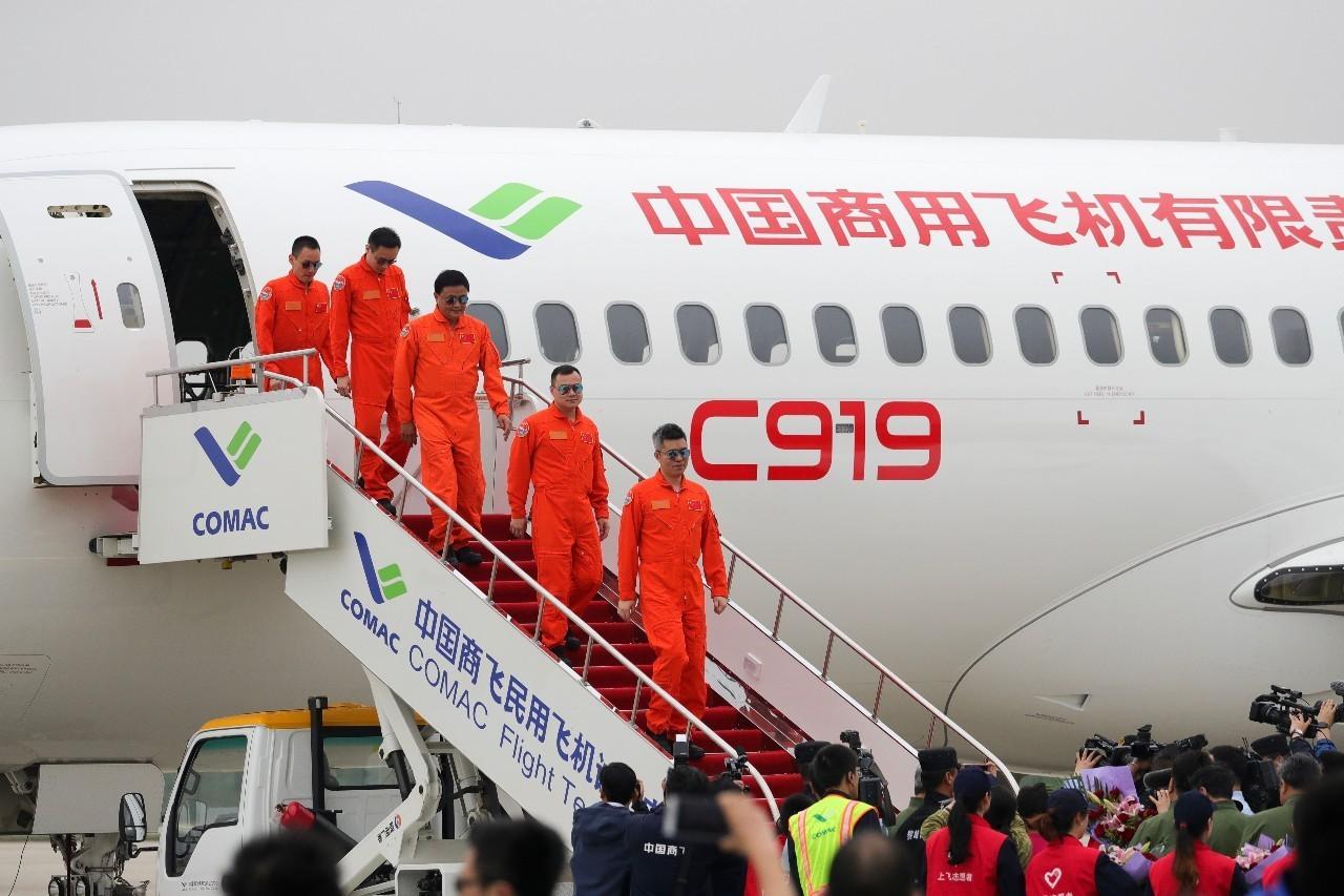 号外!国产大飞机c919首飞成功,市场空间千亿美元已获570架订单