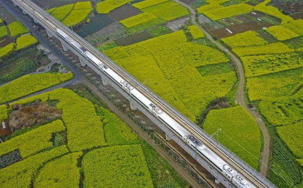 英媒评中国高铁:范围世界最大 速度还将更高