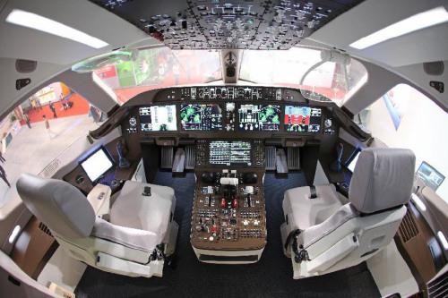 图为C919驾驶舱照片。图片来源:新华网