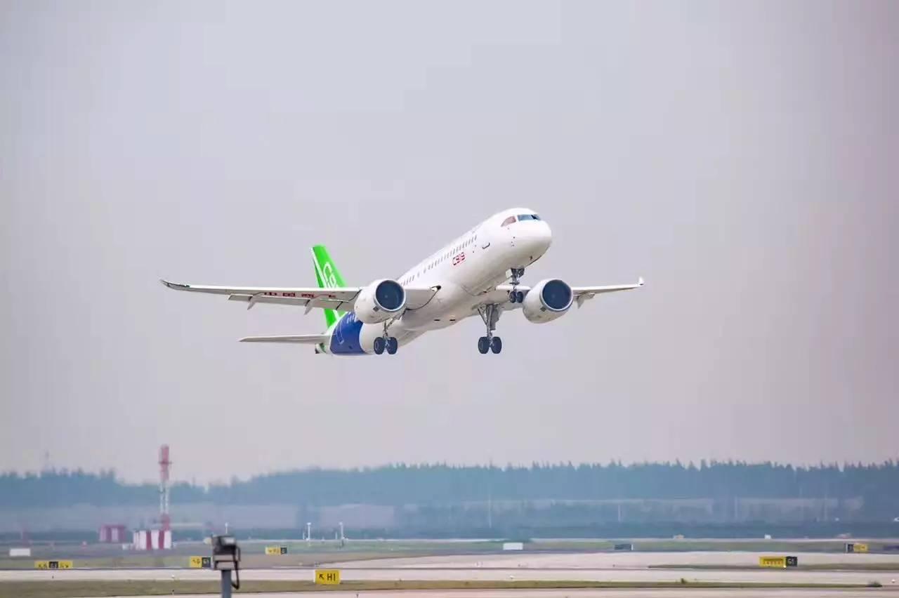 空客对应领域代表性机型——波音737和a320,飞机整体重量减轻14%,飞行