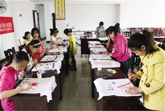 秀山留守儿童diy手t恤图案 享受手绘欢乐
