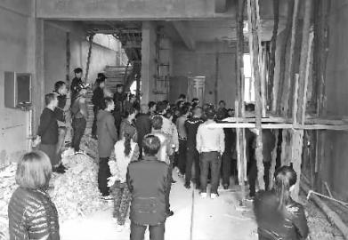 居民反对商品房用作护理院 新文化记者 蒋盛松 摄