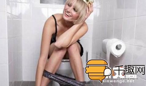 女厕所私拍图片_知名网红偷窥女厕所被拘,这就比较尴尬了