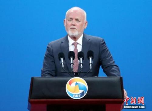 """5月14日,""""一带一路""""国际合作高峰论坛高级别会议在北京举行,第71届联合国大会主席汤姆森致辞。中新社记者 侯宇 摄"""