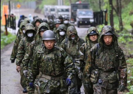 日自卫队发现失联侦察机残骸 1700名警力搜寻