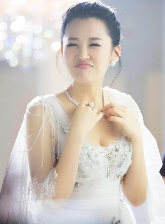 48岁许晴是已婚导演的梦中情人,其实她年轻时候和郑爽有得一拼