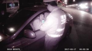 男子酒驾迷路问交警,结果被查