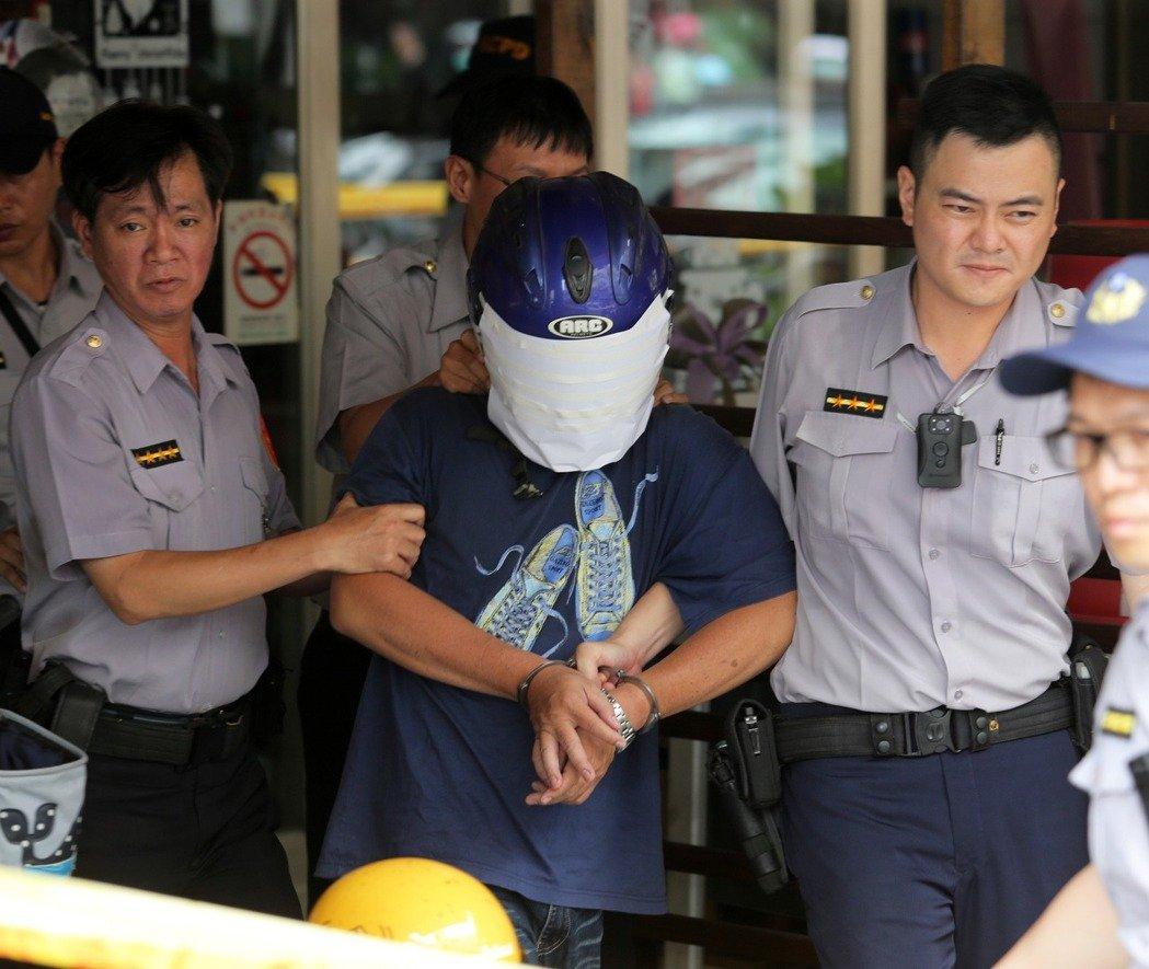 台湾高雄发生骇人命案:凶犯当街砍断亲人头