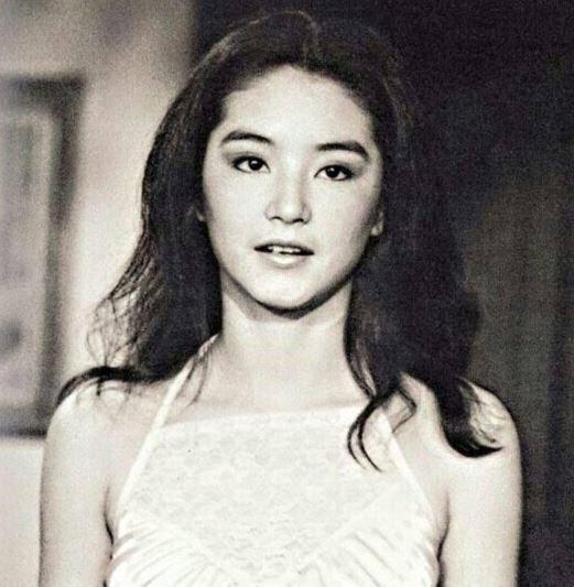赵雅芝被批脖子上全是蜘蛛网还装嫩,等60岁比她美再来骂吧