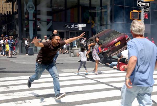 """纽约时代广场驾车撞人嫌犯被控谋杀,称""""听到魔鬼下令杀人"""""""