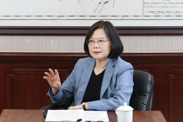 台湾地区领导人就职满周年,台湾民众对蔡英文的满意度仅剩18%。(图片来源:台湾《联合报》)