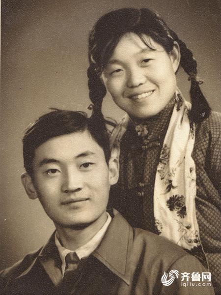 """八旬夫妻跨半世纪:最好的爱情是""""你在我也在"""""""