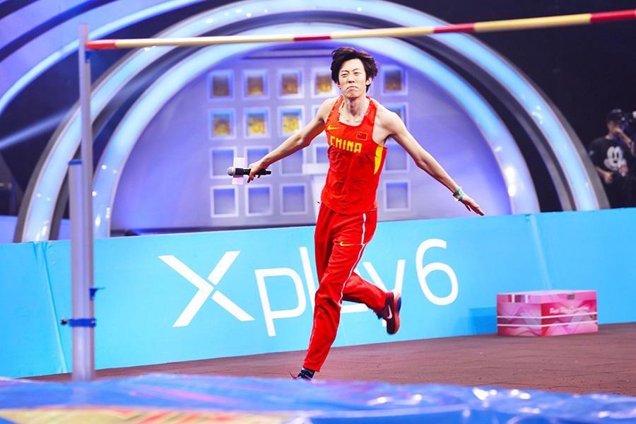 张国伟携队友释放天性 综艺节目激情尬舞