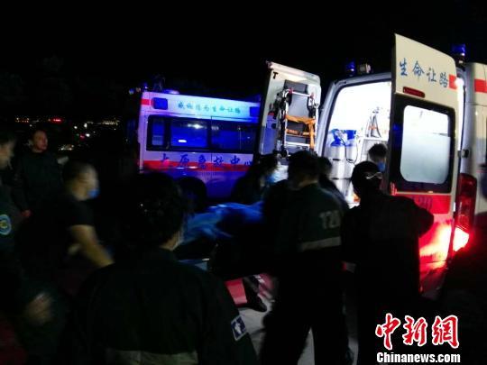 山西清徐一煤矿发生透水事故 4人获救成功升井