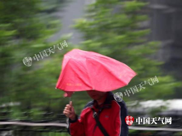 江南华南局地暴雨 北方将再度趋于炎热