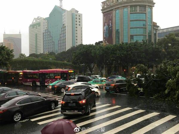 暴雨夜袭广东 珠三角粤东等地雨势猛烈明天结束