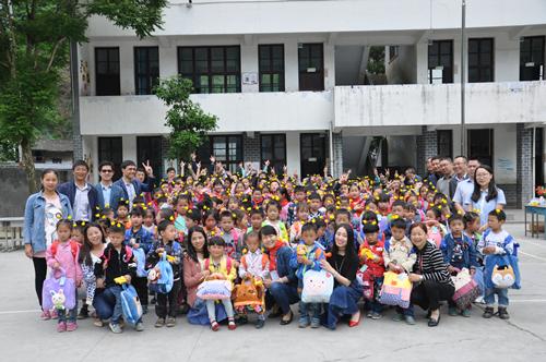 城口:名学红花175小学生获六一小学大礼包爱心v名学太原市图片
