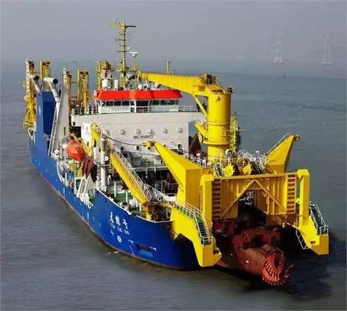 天鲸号绞吸式挖泥船,绞刀功率4200千瓦,不会因珊瑚礁影响工作,最大挖深30米,总装机功率19200千瓦,各项指标亚洲第一世界第三