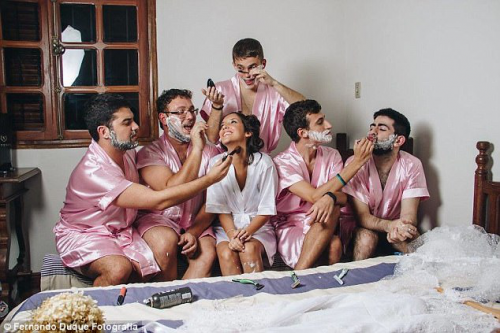 为圆计算机专业女孩伴娘梦 同班五位男同学剃腿毛