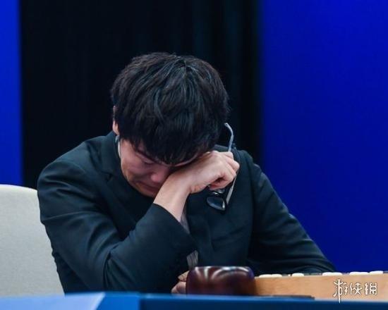 柯洁对弈中途抹泪离席痛哭 另类解读引发微博骂战!