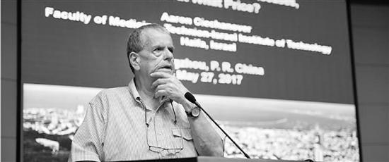 诺奖化学奖得主阿龙·切哈诺沃在浙大演讲,一语惊四座。
