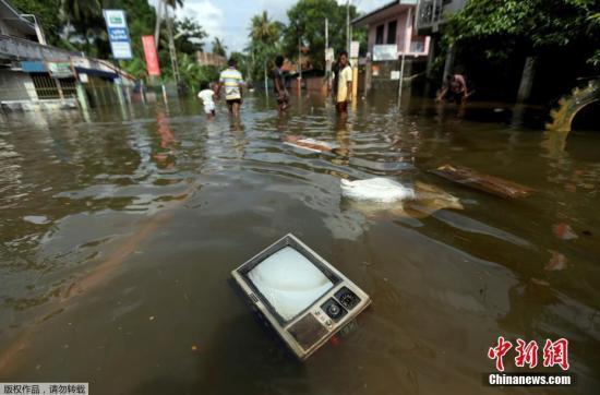 斯里兰卡洪水和山体滑坡已致180死 上百人失踪