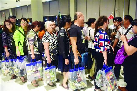 大批中国游客蜂拥到泰国曼谷免税商店参观购物 /CFP