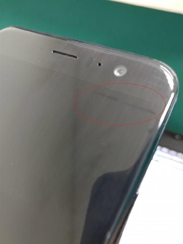 HTC U11被曝屏幕瑕疵 痕迹残留无法清除?的照片 - 3