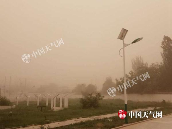 新疆皮山县昨晚现强沙尘暴 今沙尘将更加明显