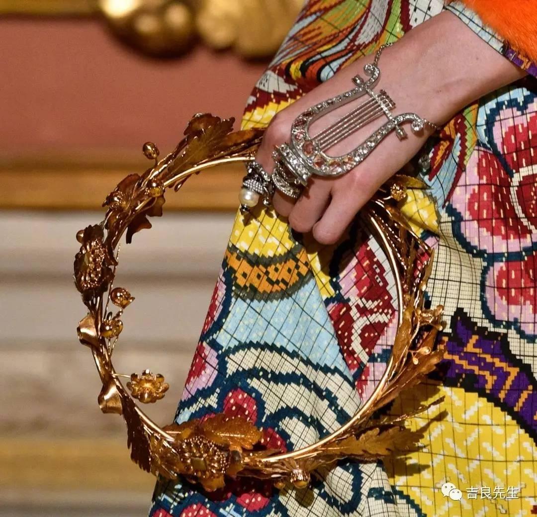 所以希腊神话中的阿波罗,一直都是以头戴月桂冠,手持里拉琴的形象图片