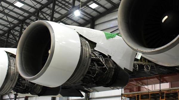 全球最大双机身飞机亮相 其用途超疯狂